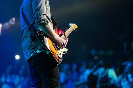 Live performers in events and ways to organize